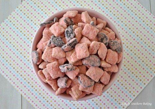 Strawberry-Cookies-and-Cream-Muddy-Buddies-horiz1-1024x717