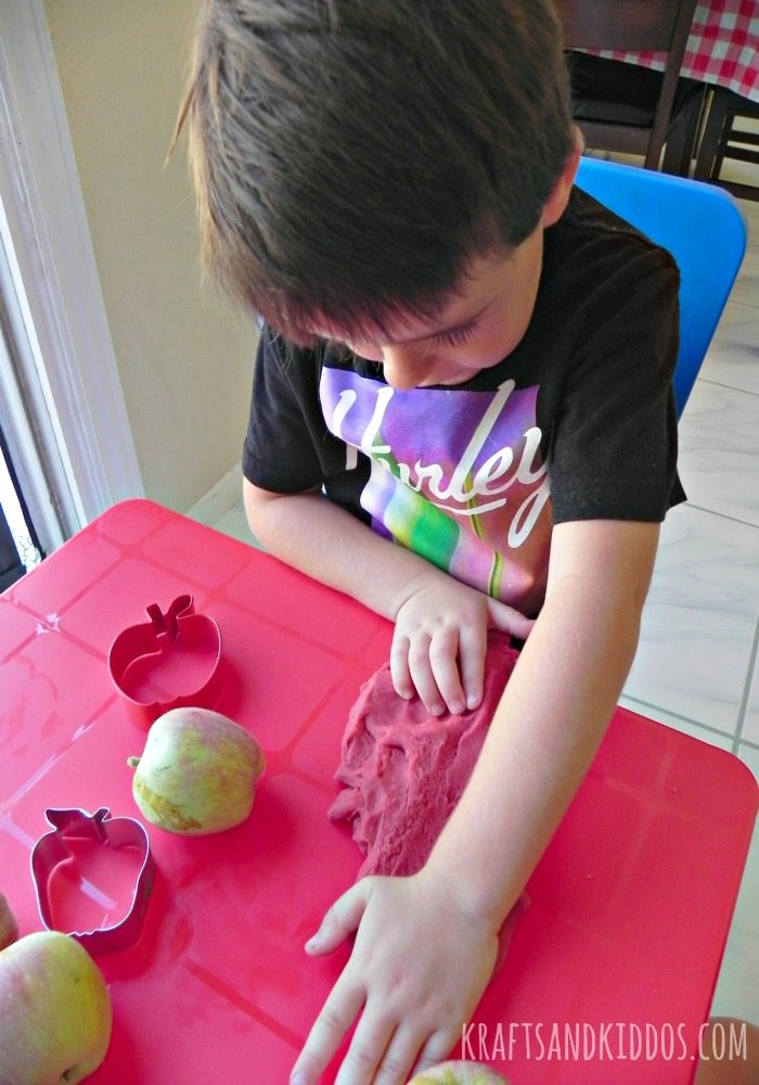 apple pie scented play dough recipe by krafts and kiddos