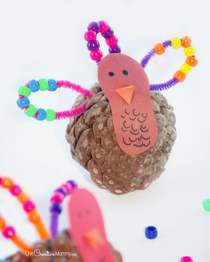 Quick & Easy Pinecone Turkey Craft for Kids {OneCreativeMommy.com} Great just for fun or for little ones working on patterns