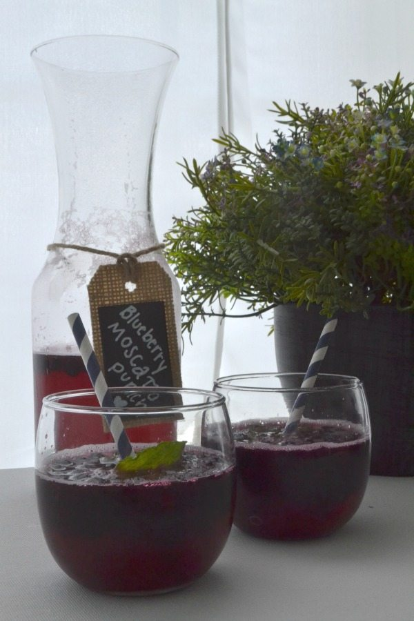 Blueberry Moscato Punch | Contributor Post from Top Notch Mom | www.jugglingactmama.com