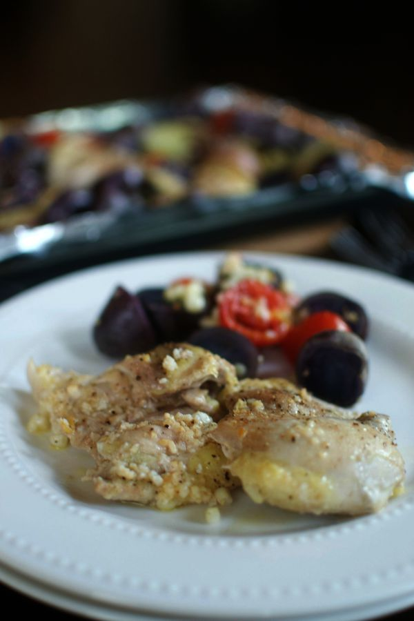 Make this delicious chicken and potatoes one pan dinner with just a few easy steps! {permalink} #onepan #nofussmeals