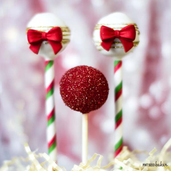 Happy Holidays! Full tutorial on how to make these Tricolor Christmas Cake Pops from @karynPSB. Learn how to make them for your table setting.