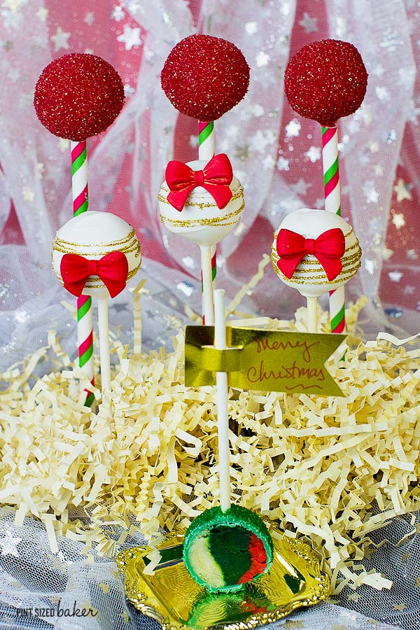I love the Red, Green, and White design and the inside of the pops are the same colors! So fun and unexpected. Learn how to make them now.