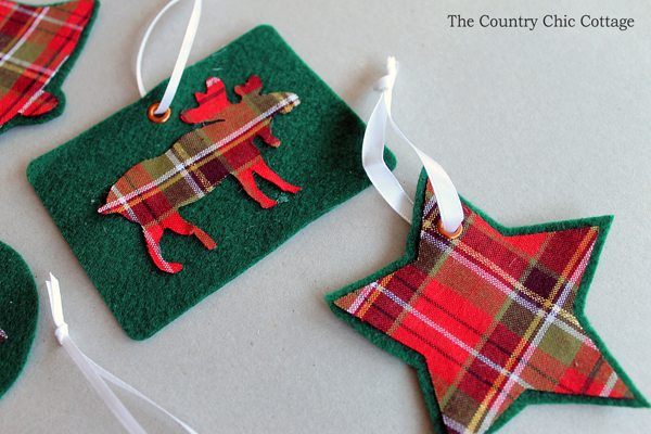 DIY Plaid Ornaments by The Country Chic Cottage