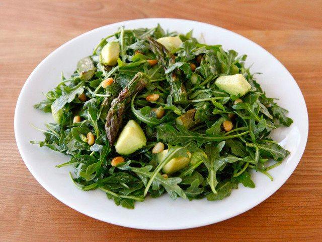Roasted-Asparagus-Avocado-and-Arugula-Salad--640x480