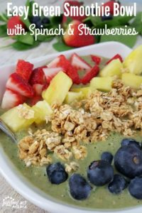 Take your morning smoothie to the next level with this amazing Easy Green Smoothie Bowl with Spinach & Strawberries
