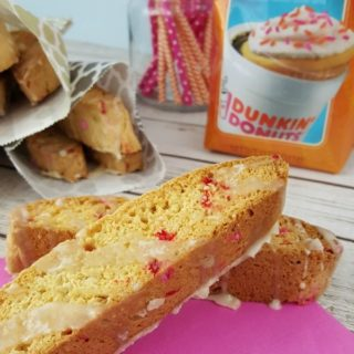 This Vanilla Cupcake Biscotti is so delicious and easy to make, too!