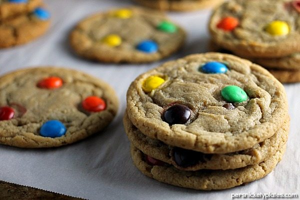 This Brown Sugar M&M Cookie is a fun twist on the traditional sugar cookie. | Persnickety Plates