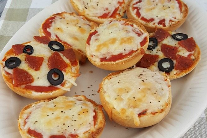Easy Pizza Minis #RhodesBread #FrozenDough #Sponsored