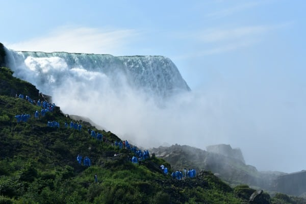 Maid of the Mist Climbing Path #ad #iconic #MaidoftheMist
