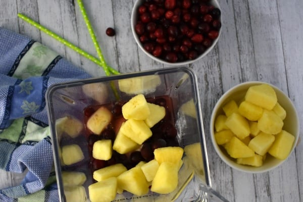 Pineapple Cranberry Smoothie #BrunchwithBarleans #ad