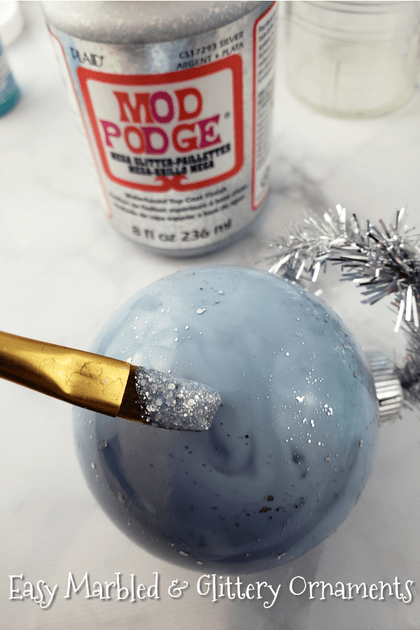How to Make Marbled DIY Ornaments #ad #PlaidCrafts #jugglingactmama