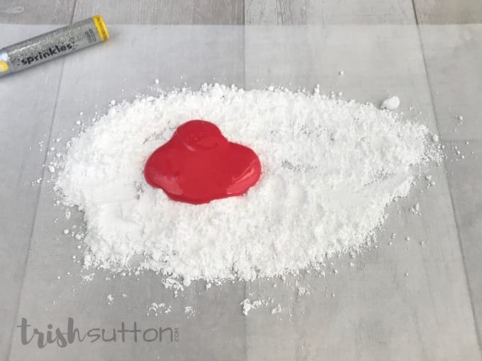 Pour the melted marshmallow onto the powdered sugar.