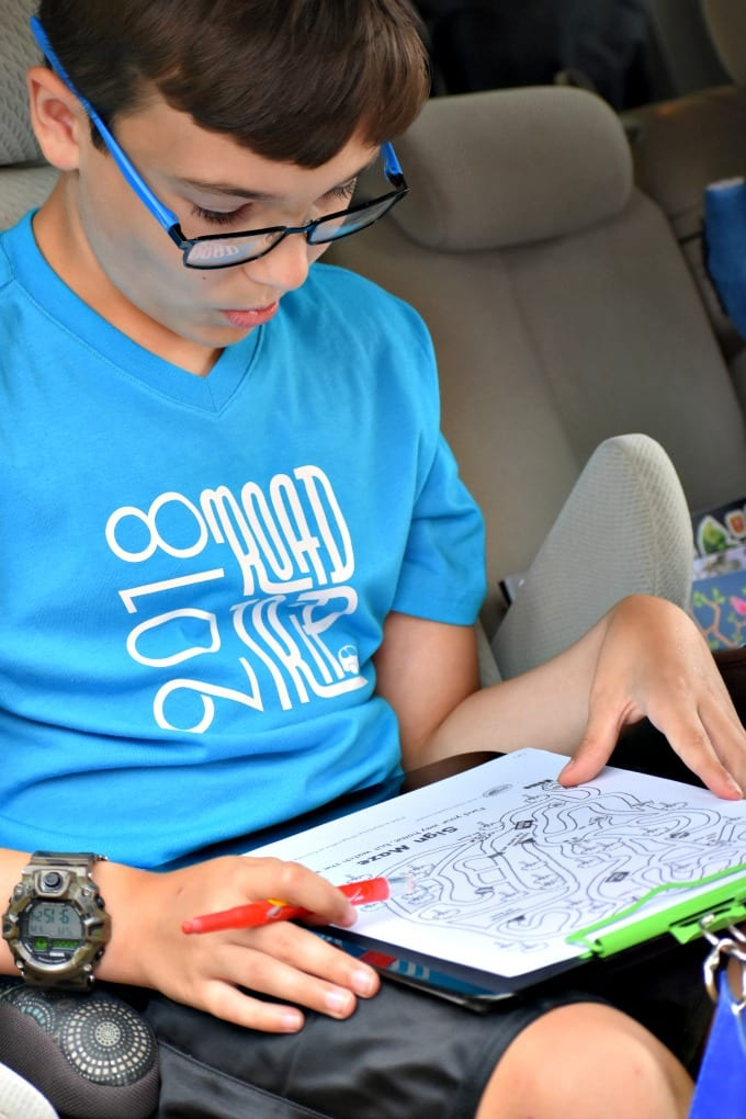 If you're planning to hit the road this summer, head off car or plane boredom with one of these easy DIY Travel Kits for Kids. via @jugglingactmama