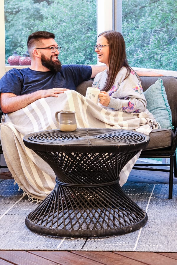 Date night ideas at home you can do with your significant other on a budget that will still allow for some quality time together via @jugglingactmama