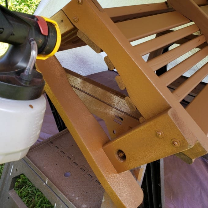 A wooden swing bench being painted using the Wagner Flexio 4000 paint sprayer.