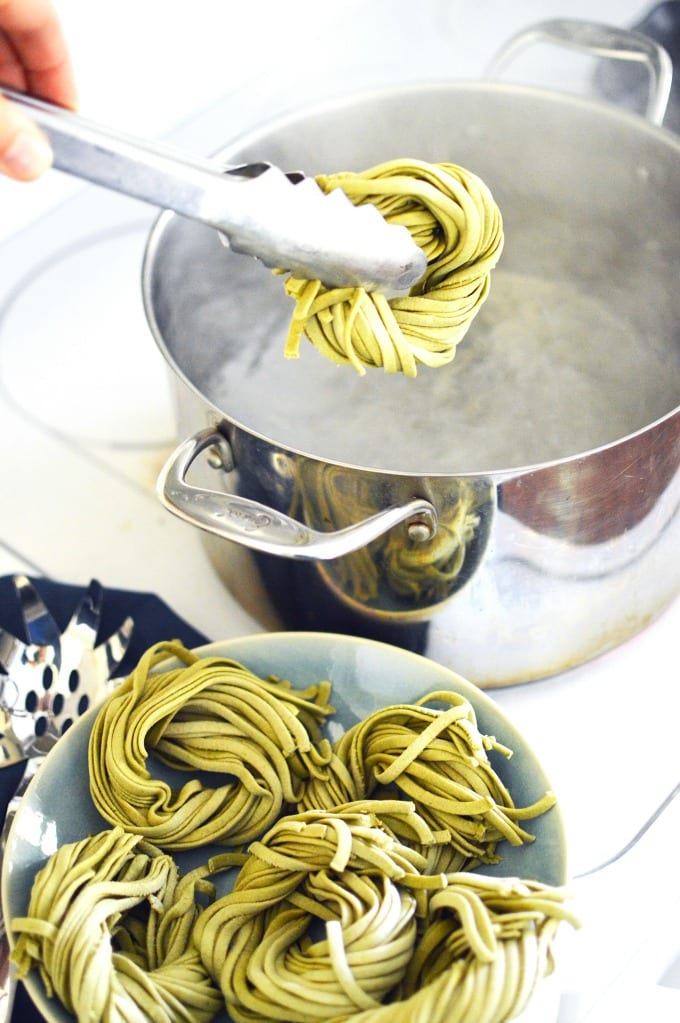 Homemade Spinach Pasta - I'll show you how to make spinach pasta from scratch and have it on the table in less than 30 minutes! #ad #hamiltonbeach #pastamaker via @jugglingactmama