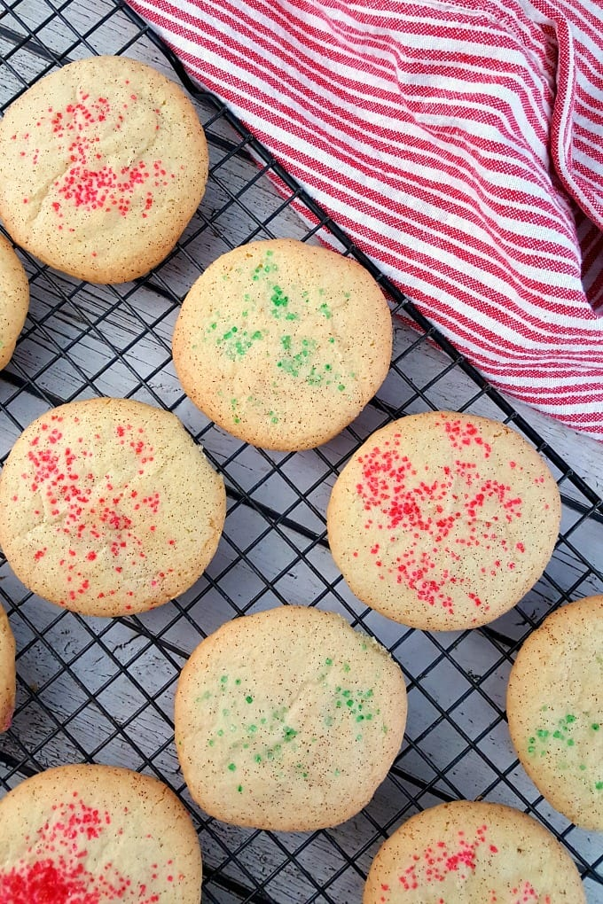 Our Christmas Snickerdoodles with crispy edges and chewy centers are perfect for Santa and all his elves! Plus we have a time-saving holiday baking tip for making Christmas cookies easier. via @jugglingactmama