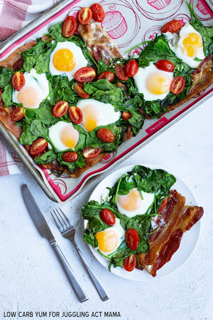 Sheet Pan Eggs with bacon, spinach, and tomato is an incredibly easy healthy meal that is low carb! via @jugglingactmama