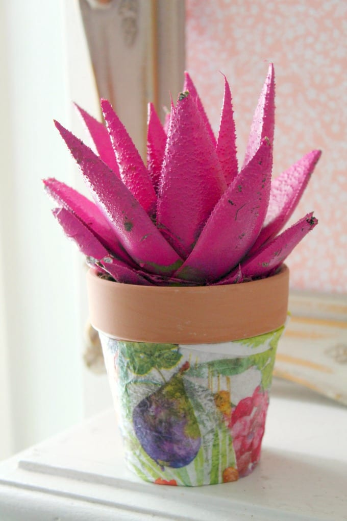This Decoupage Flower Pot makes a lovely addition to your home decor, or a beautiful DIY gift for holidays, housewarmings, and birthdays. via @jugglingactmama