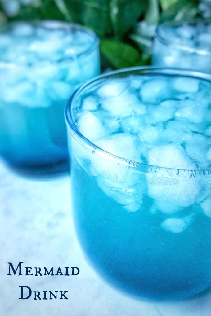 A Mermaid Drink with Midori and Blue Curacao is the perfect refreshing cocktail for summertime! via @jugglingactmama
