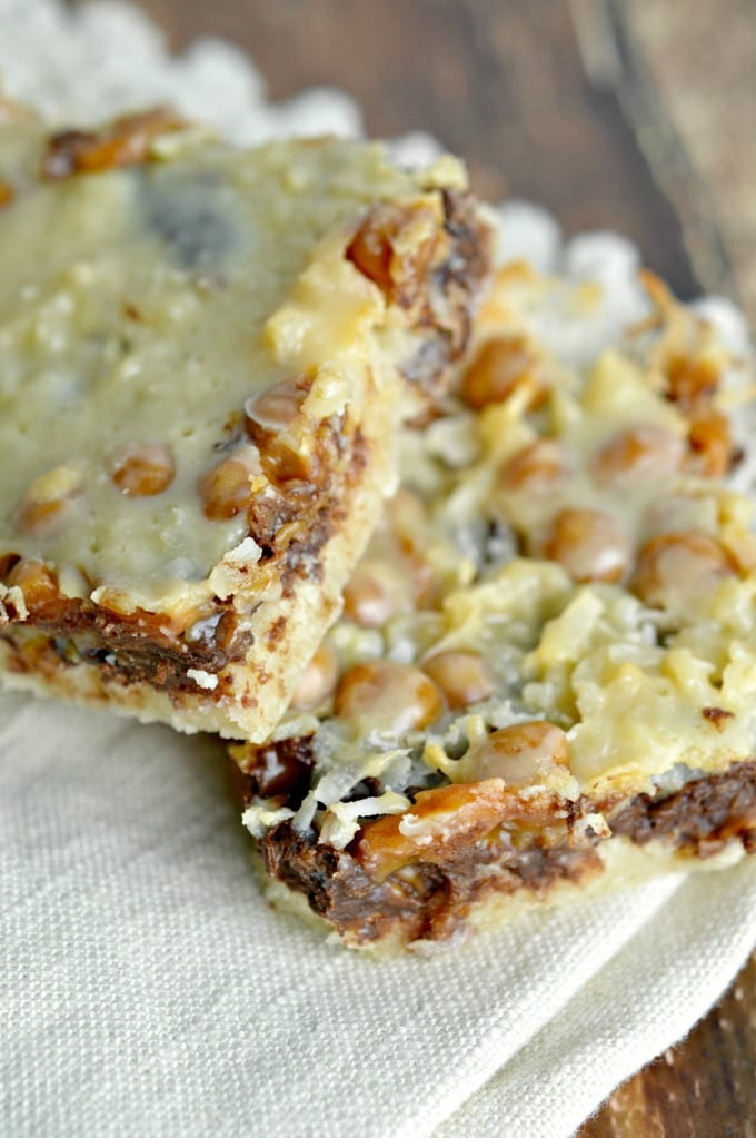 Samoa Bars with a tender shortbread crust, coconut, chocolate, and caramel bits are similar to magic bars but are inspired by the ever-popular Samoa Girl Scout Cookie. via @jugglingactmama