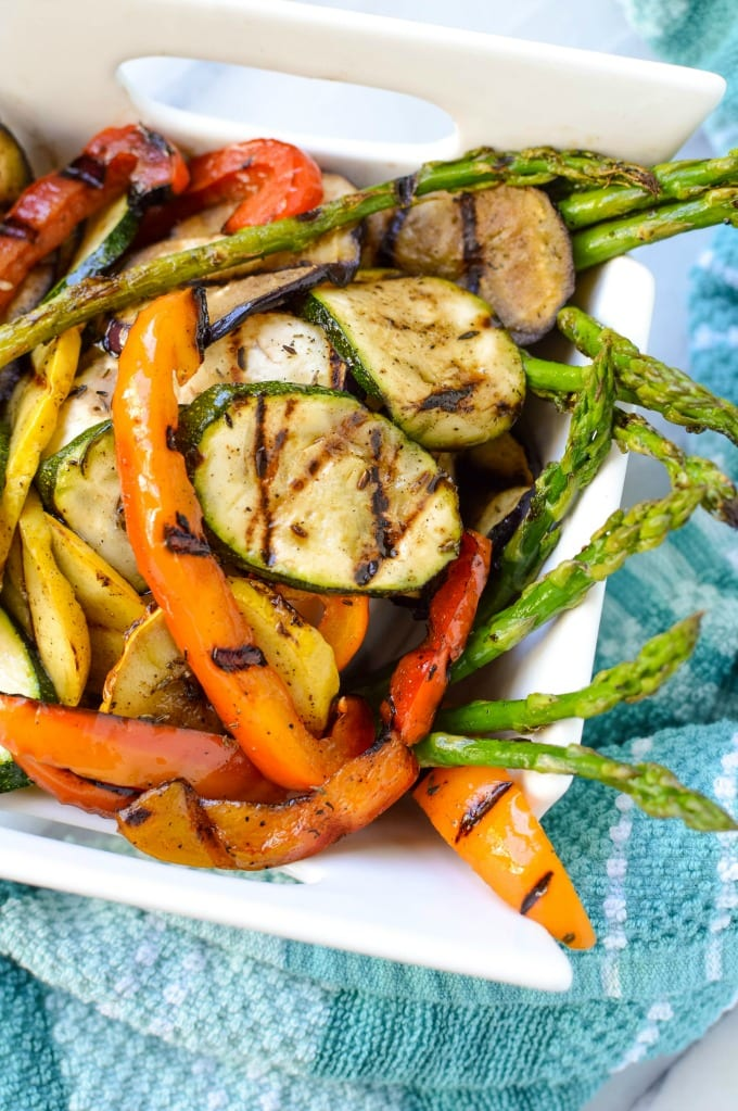 This is the best guide for how to cook vegetables on the grill. This recipe will become one of your favorite Summer sides. via @jugglingactmama