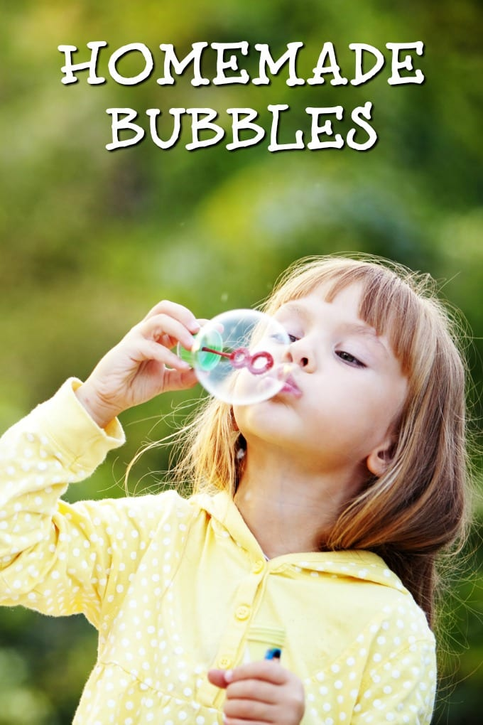These homemade bubbles will help provide your kids with plenty of inexpensive fun and give them so many fun activities to do with those bubbles! via @jugglingactmama