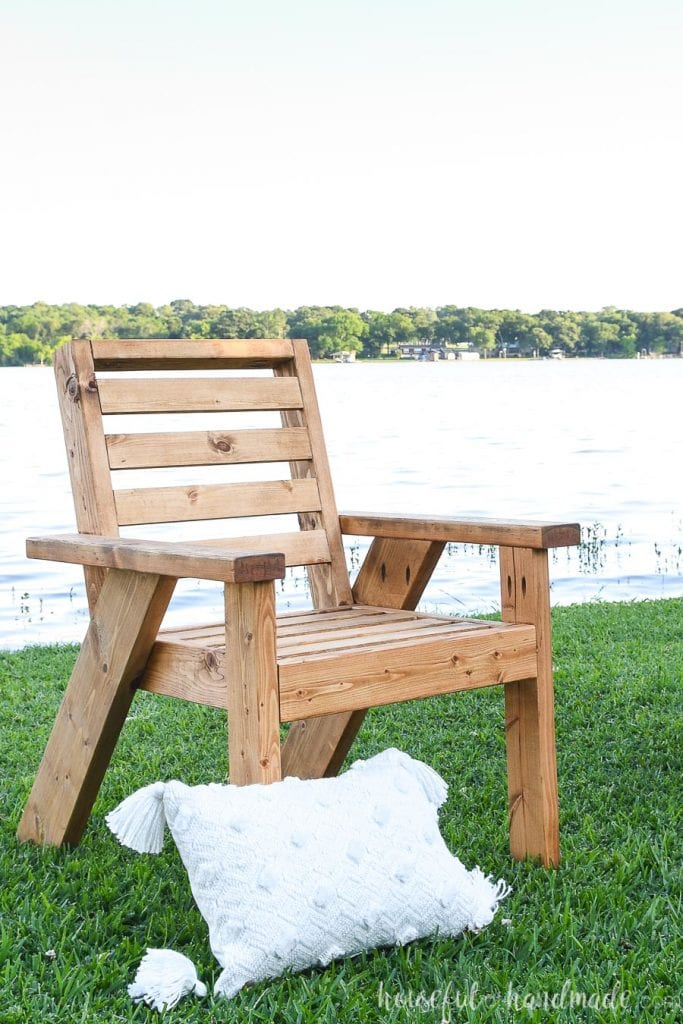 DIY Outdoor Patio Furniture - Outdoor Lounge Chair Build Plans from Houseful of Handmade