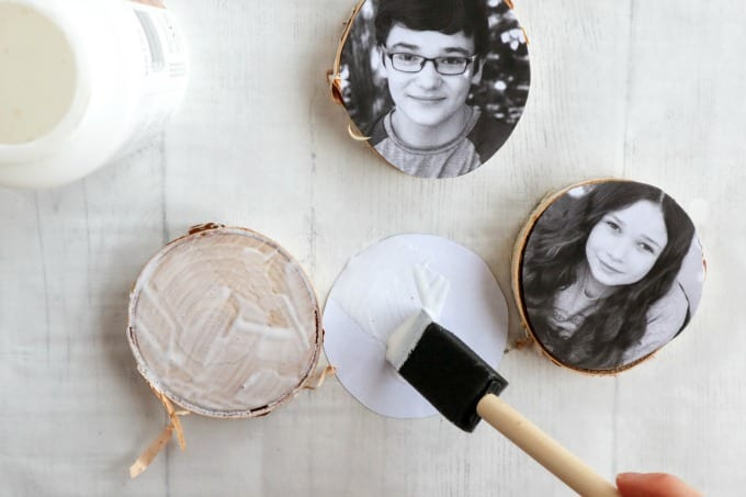 Wood Slice Photo Ornaments tutorial, step by step instructions for creating this ornament craft using mod podge.