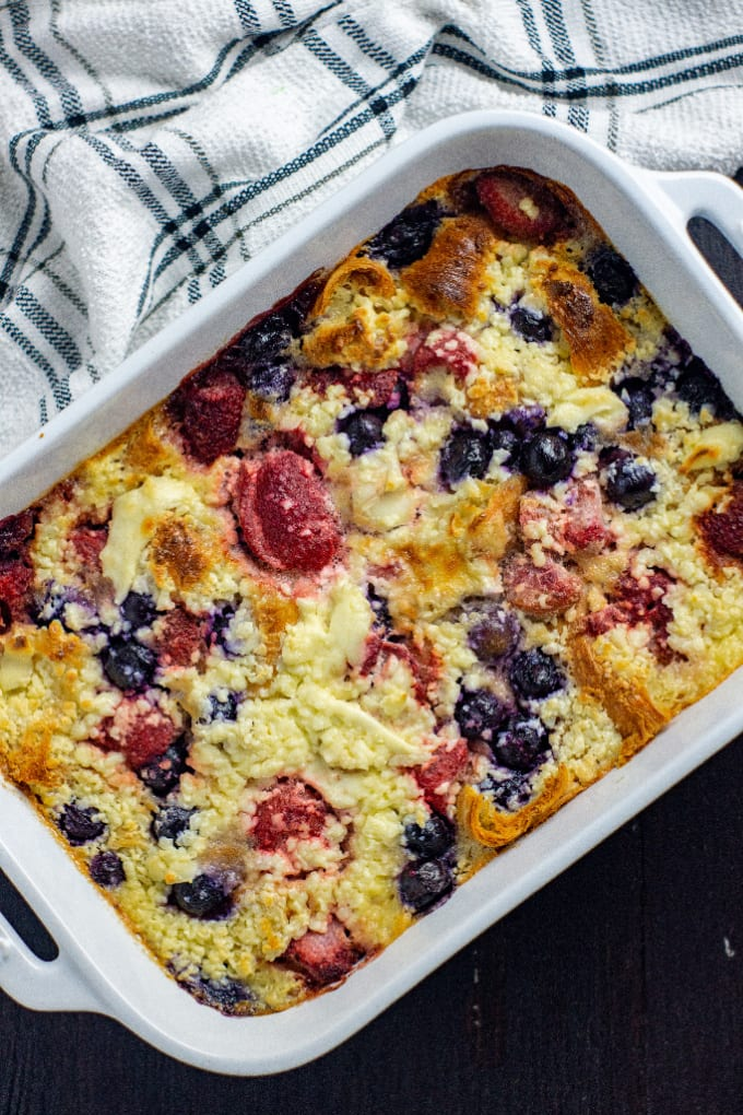 Blueberry Croissant Bake - we've layered tender flaky croissants with a decadent sweetened cream cheese mixture and fresh berries for the ultimate blueberry croissant breakfast bake that's easy to prep ahead of time! via @jugglingactmama