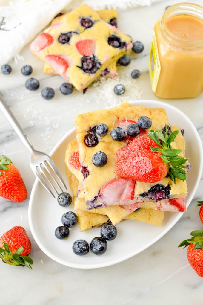 Learn how to make Sheet Pan Pancakes. They are the easy, delicious breakfast recipe you've been waiting for. Make a big batch this weekend and eat well all week. via @jugglingactmama
